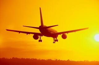Plane_sunset_gold